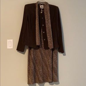 Beautiful vintage jacket/skirt/scarf set